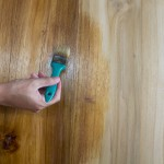 Jak zabezpieczyć drewnianą podłogę domu?